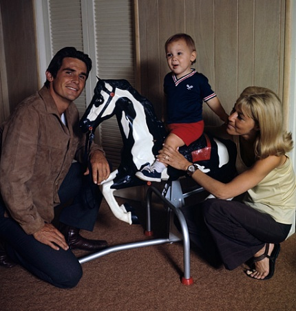 young Josh Brolin with his father James Brolin and mother Jane    Josh Brolin Kids
