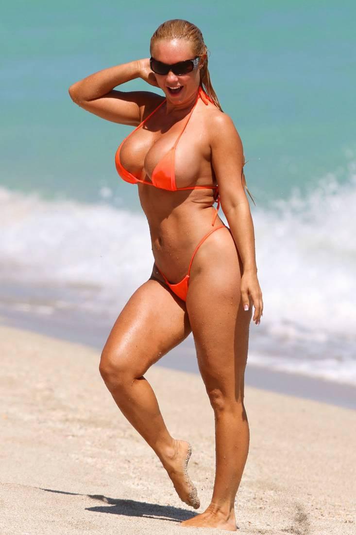 nicole coco austin 02 Cavala Nicole Austin Coco na Praia