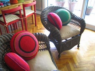 Como mi abuela tendencia de tejidos en la decoraci n - Almohadones para decorar sillones ...