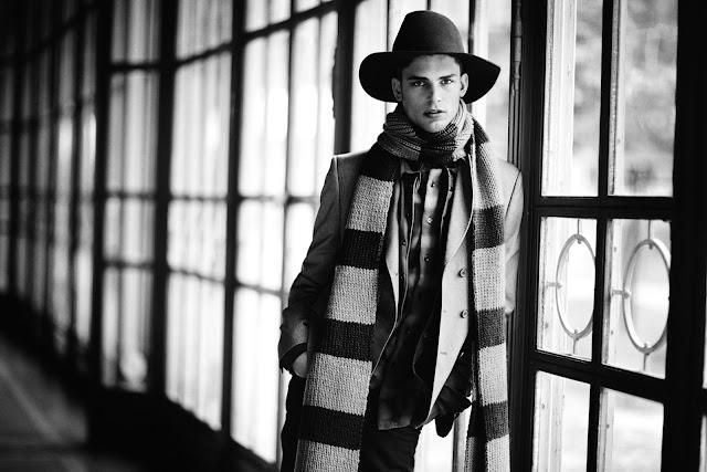 Look con sombrero y abrigo largo