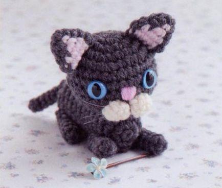 Смотрим схему вязания кошек,