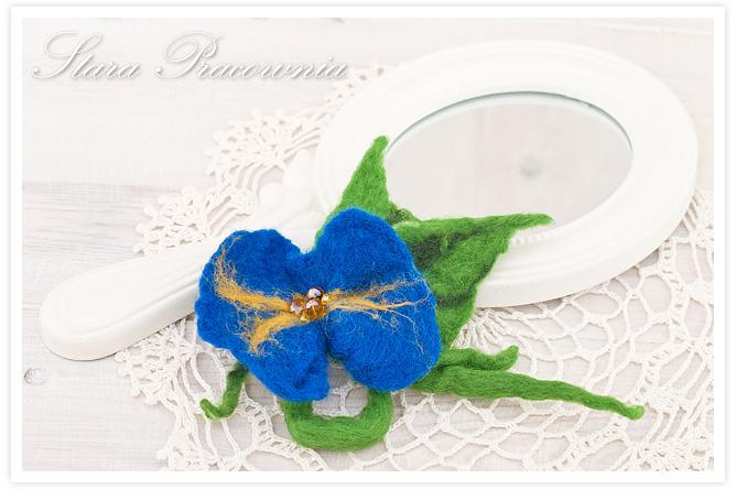 broszka z filcu, broszka filcowana, filcowanie na mokro, broszka kwiatek, filcowany kwiat, biżuteria z filcu