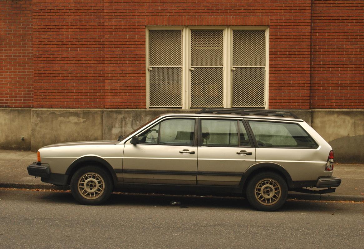 http://4.bp.blogspot.com/-kG00xcTzOIk/TqUtAWWWqLI/AAAAAAAABSg/eD0fV_8BEBs/s1600/Volkswagen-Quantum-1988-2.jpg