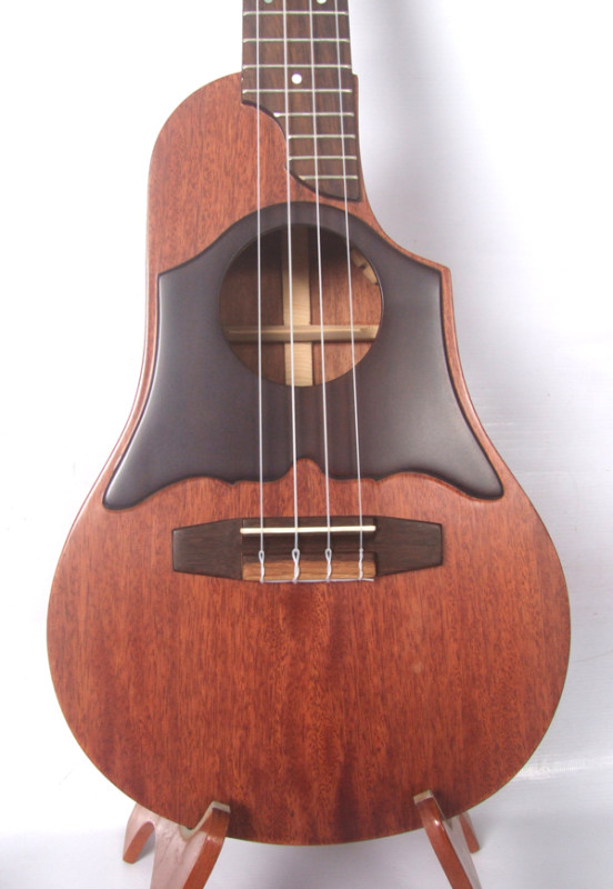 Ben 39 s ukulele house solid mahogany wood custom made for Housse ukulele concert
