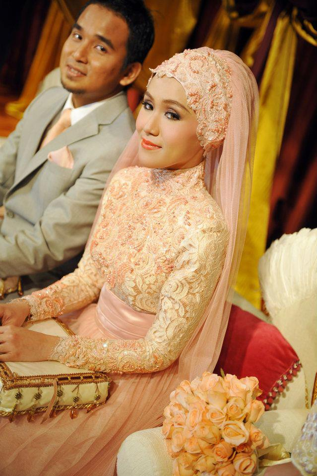 tengok lace baju Adriani nioke ada stori behind that lace :p