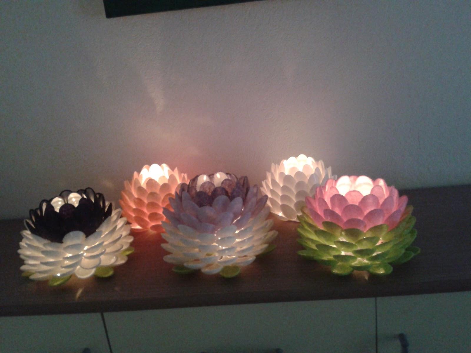 vielfalt oma erz hlt neues teelicht aus plastikl ffeln. Black Bedroom Furniture Sets. Home Design Ideas