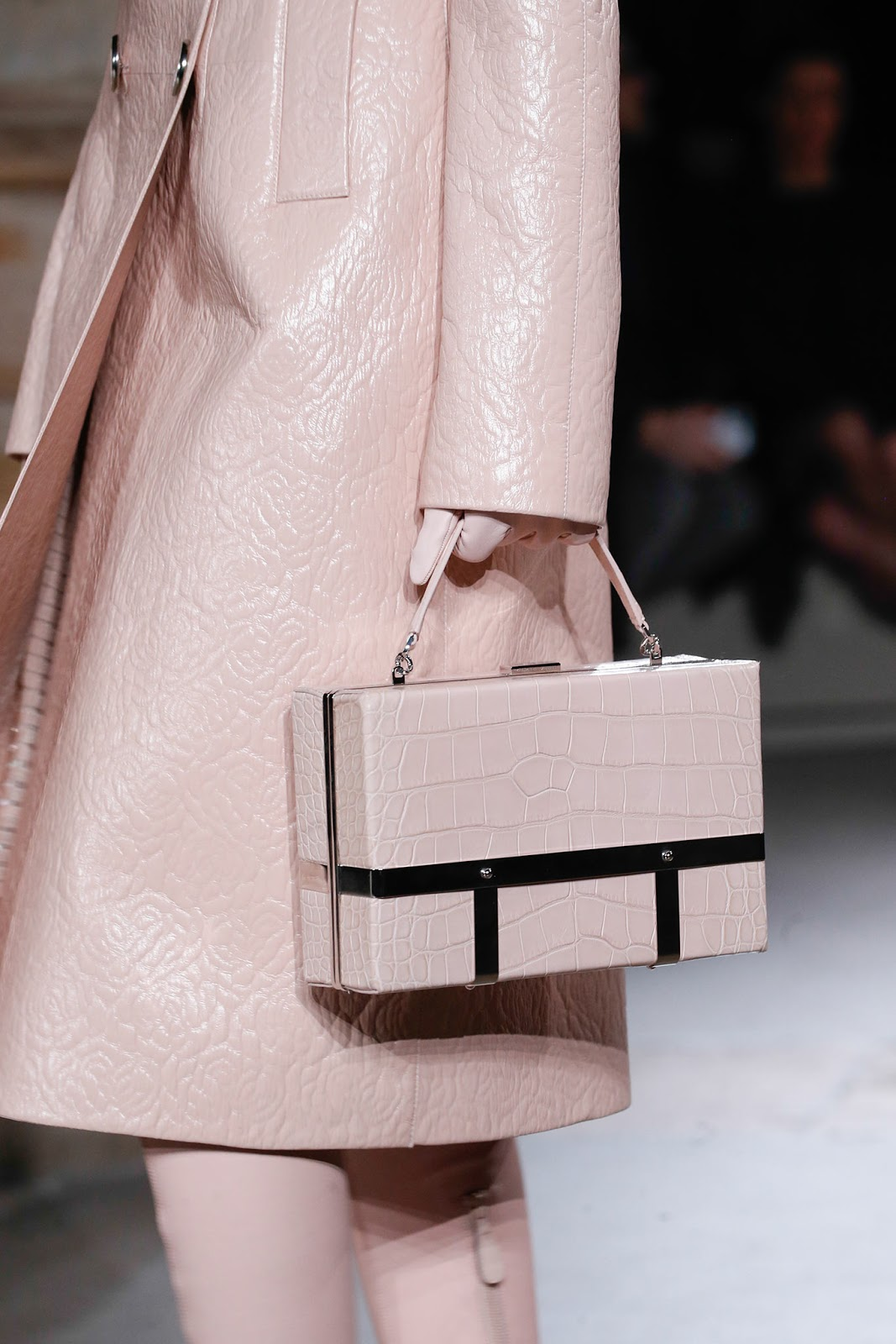 Fall 2015 accessories trend report / best bags / investment bags / crocodile accessories trend at Alexander McQueen Fall/Winter 2015 via fashionedbylove.co.uk, british fashion blog