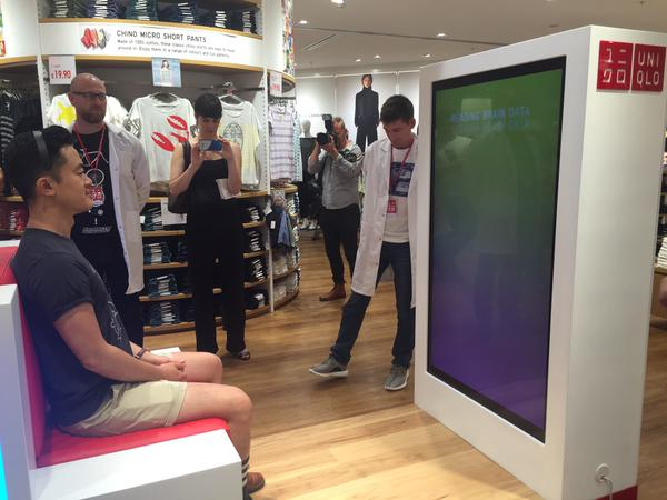 Uniqlo digital signage