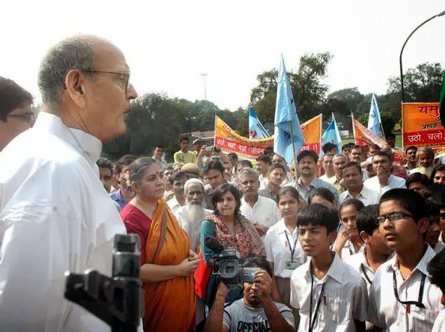 V P Singh addressing the public - Photo courtsy The Hindu