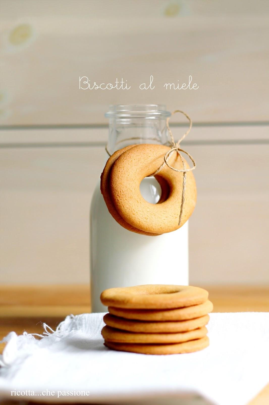 biscotti al miele, senza uova e latte. oggi anche delle piccole curiosità su di me.....