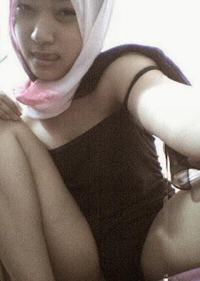 Foto ABG Jilbab Bugil Sange Pamer Memek Rapet