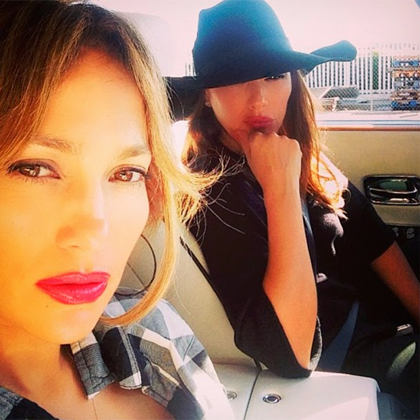 J.Lo with children and a friend got into an accident