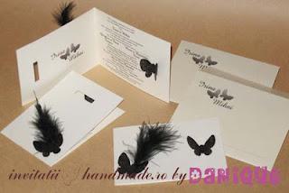 invitatii de nunta cu fluturi negri si pene