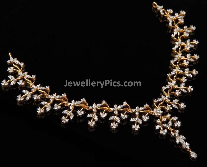 flower pattern diamond necklace