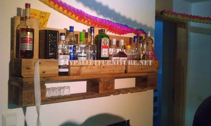Bar estanter a con un solo palet for Bar hecho en madera