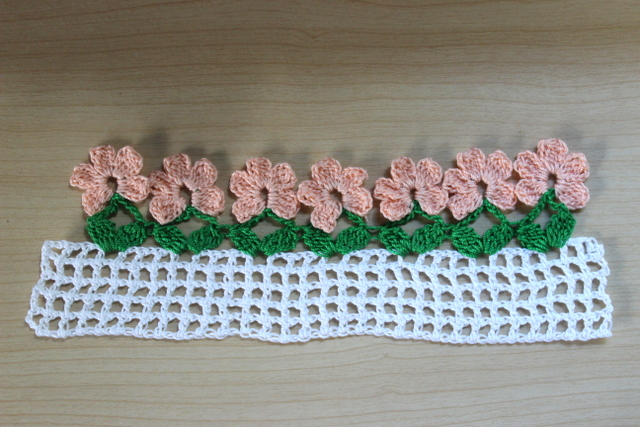Crochet Patterns Tutorial : Lacy Crochet: Flower Border Crochet Pattern and Tutorial