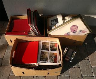 Efter utrensning blev det dessa lådor som fick lämna..