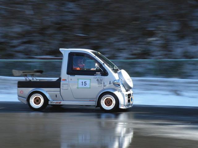 Daihatsu Midget II, K100P, dziwne wyścigowe auta, ciekawostki motoryzacyjne, JDM, samochody na rynek japoński, sport