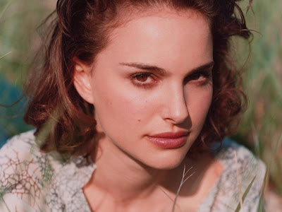 Natalie Portman Beautiful Girl Model Wallpaper
