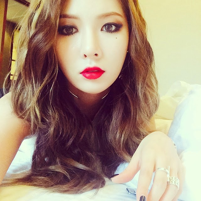 Enough of Jun JiHyun; #coffeeselfie with Hyuna | Daily K ...