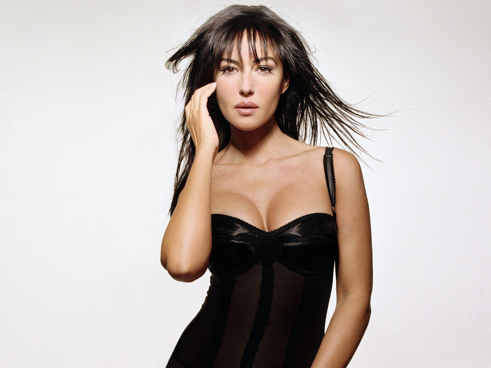 http://4.bp.blogspot.com/-kK6ft95fT7w/TnjtFyZay2I/AAAAAAAAPV4/ULeqYZNwbGU/s1600/Monica-Bellucci_Modelo-Italiana_06.jpg