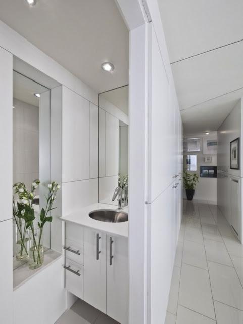 Ванная комната в красивой квартире Redeveloper Apartment