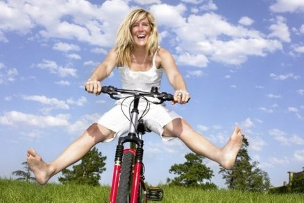 Než vyrazíte na kolo, je dobré se pořádně protáhnout