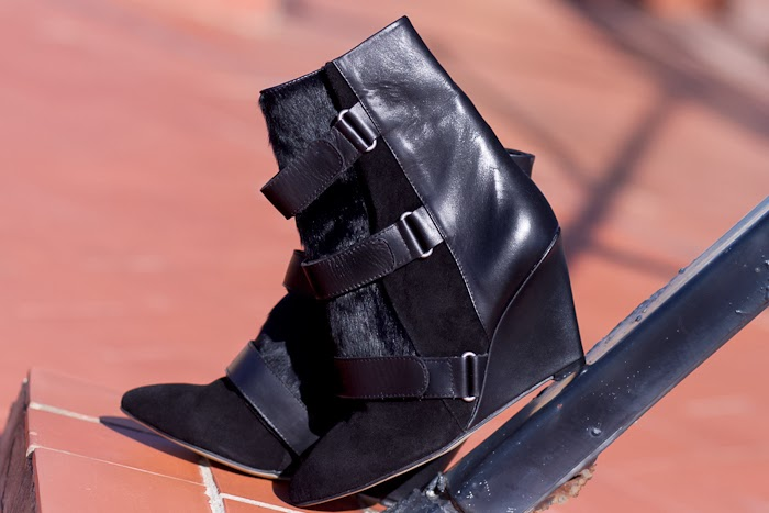 NEW IN: VELCRO-STRAP ANKLE BOOTIES