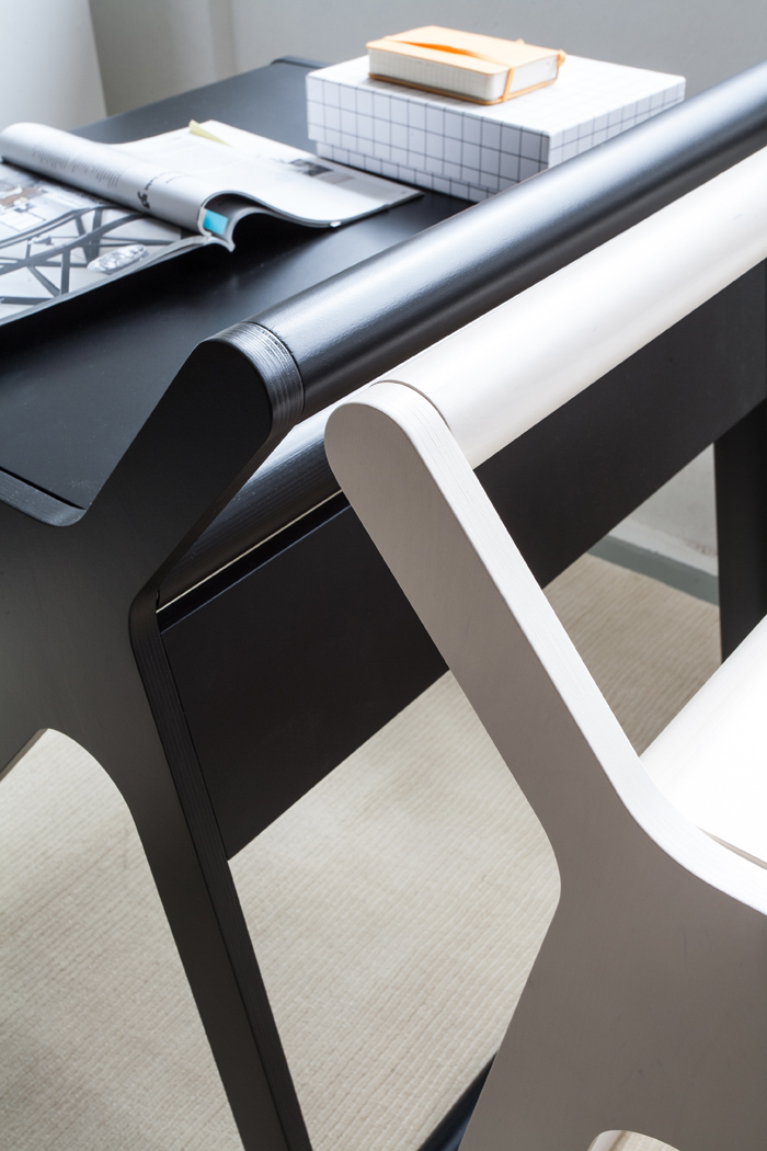 detail Rafa-kids K desk black&white