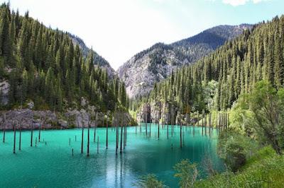 Ilustrasi 5 Danau Paling Indah Di Dunia: Danau Kaindy - Travelwan