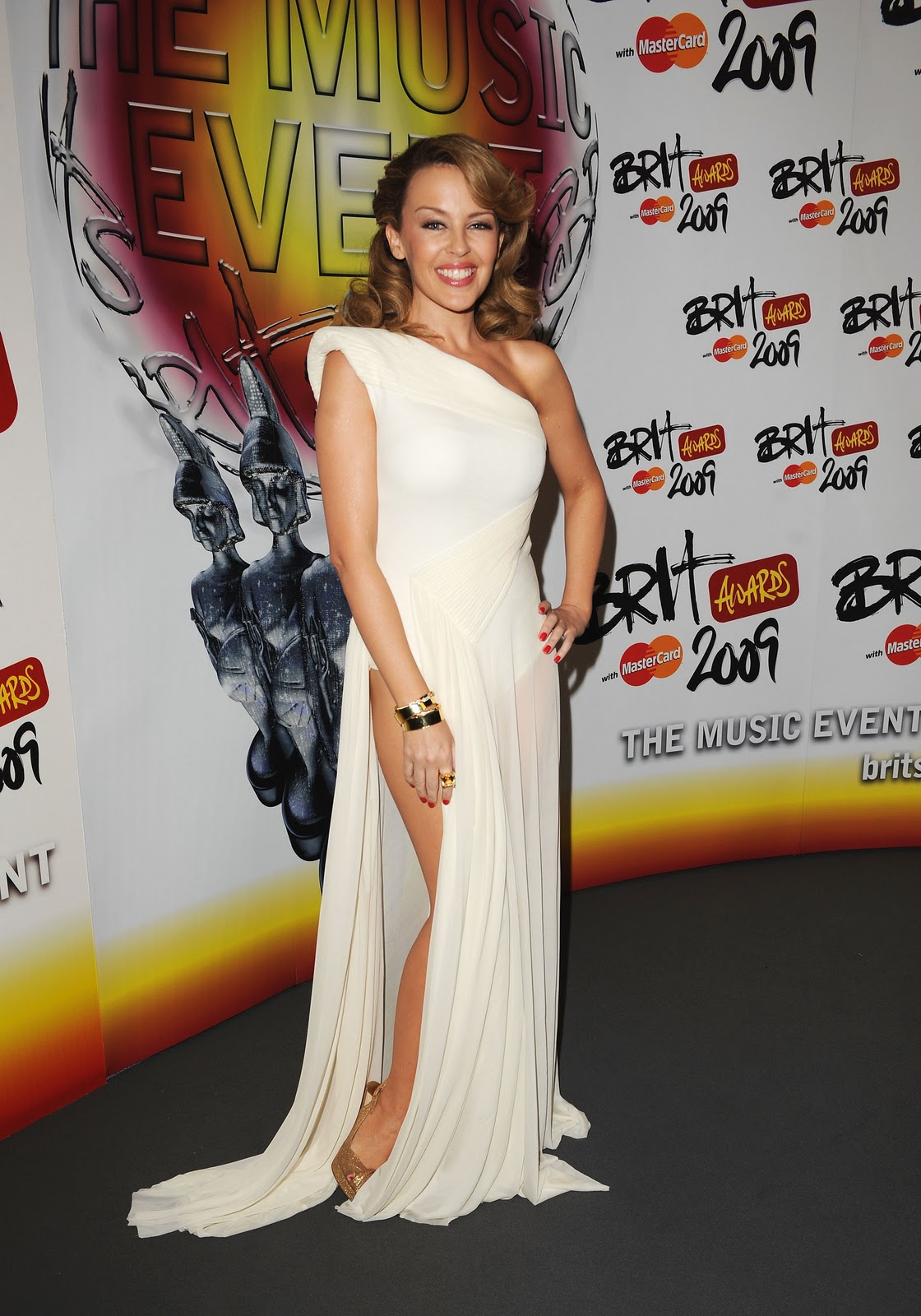 http://4.bp.blogspot.com/-kKdLdbspDmo/TWP5VR43xHI/AAAAAAAADkg/HqqFMvMk7Zo/s1600/kylie-minogue-see-thrugh-brit-awards-2009-press-room-london.jpg