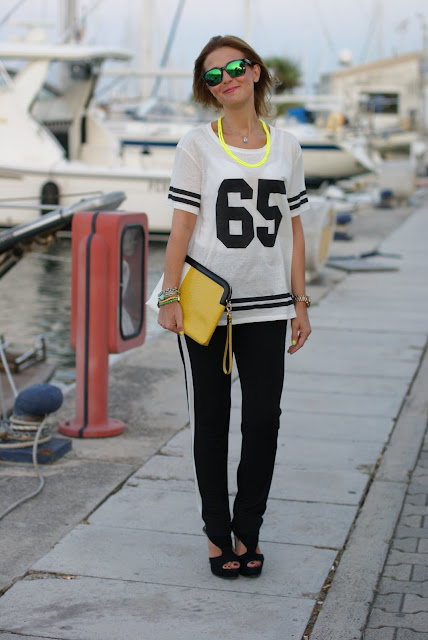 Pull & Bear number tee, sporty chic look, football player top, t-shirt with number, Fashion and Cookies, fashion blogger