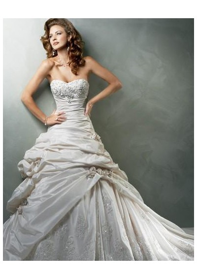 Affordable Wedding Dress Designers on Cheap Designer Wedding Dresses