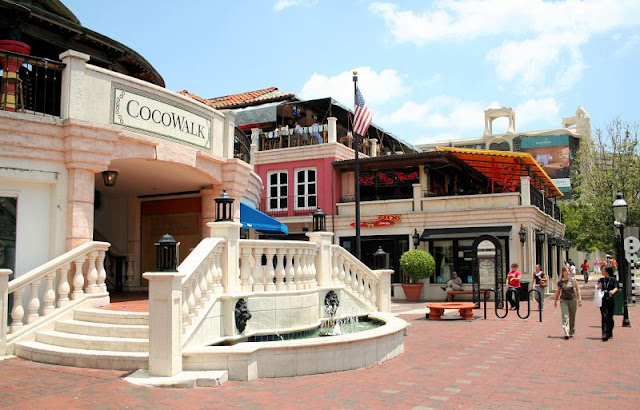 Coconut Grove Cocowalk Shopping