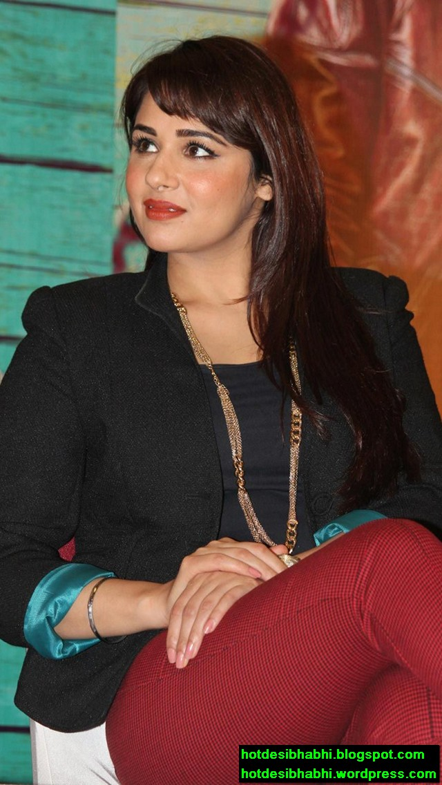 Mandy Takhar Latest Hot Wallpaper