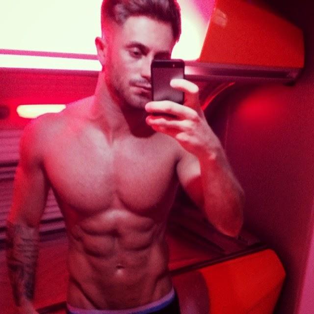 Ross Worswick nudo