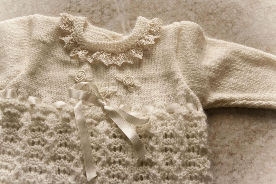 lavori a maglia e uncinetto: completi neonati