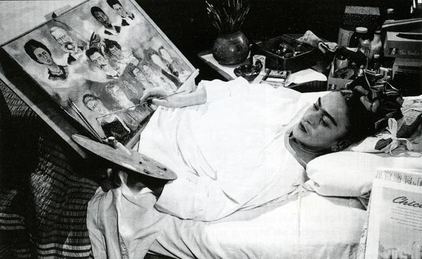 Frida Kahlo pintando após o acidente