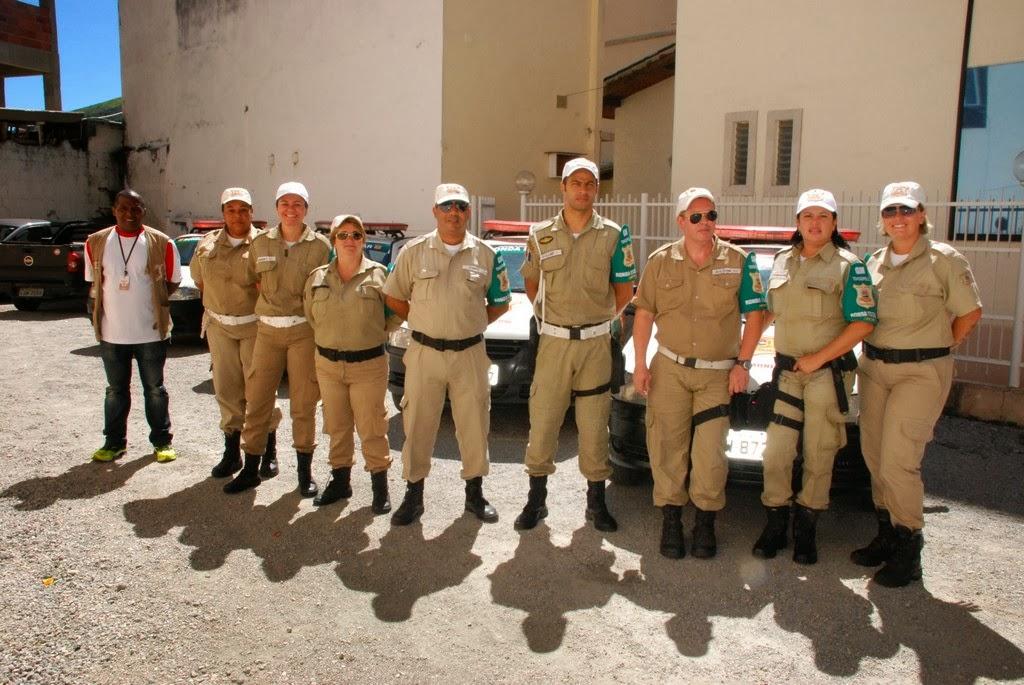 Coordenador da Guarda Municipal Sérgio Alves com parte da equipe da Ronda Escolar