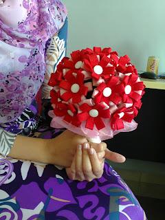 bunga tangan merah