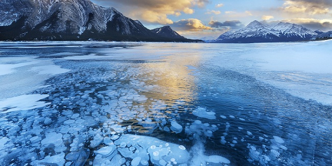 Gelembung Es di Danau Kanada Yang Wajib Kamu Hindari Saat Berkunjung