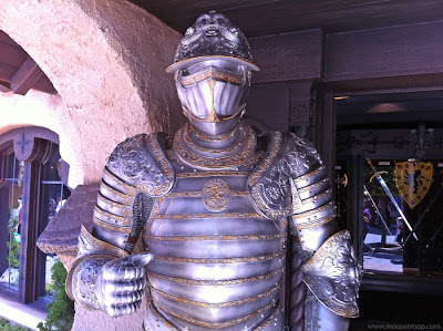 Disneyland Armor suit Heraldry Shoppe Fantasyland swords