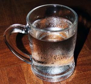 Manfaat Dari Minum Air Dingin