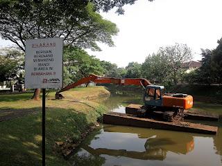 Memancing di Sungai Bintaro