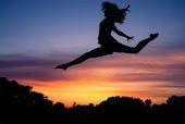 Me conformo sólo con bailar un rato con la felicidad.