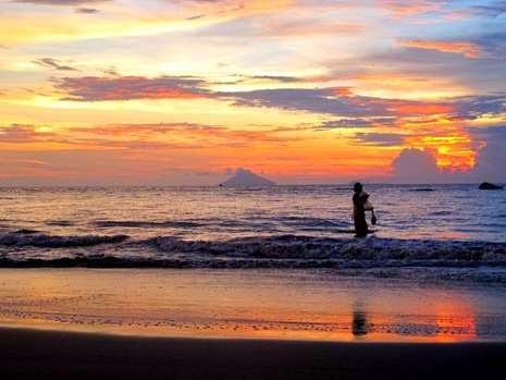 Objek Wisata Pantai Carita Pasir Putih Anyer Yang Indah