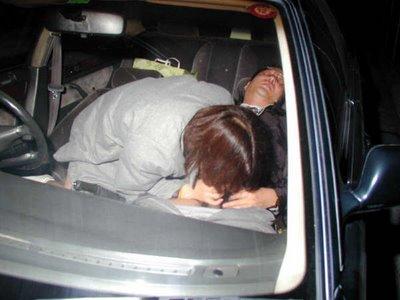 Foto Hot Pasangan Sedang ngentot di Mobil
