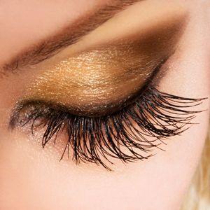 Maquillaje de Ojos en Tono Dorado para el Dia