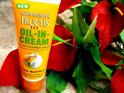 Garnier Fructis Oil-In-Cream review, Garnier Oil-In-Cream review, Oil in cream review India, How to control frizzy hair, Frizzy control hair