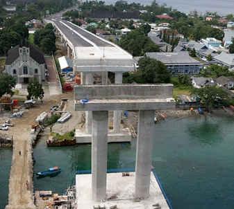 Menteri Pekerjaan Umum dan Perumahan Rakyat (PUPR) Basoeki Hadimoeljono menegaskan, pembangunan mega proyek Jembatan Merah Putih (JMP) yang melintasi Teluk Ambon, Kota Ambon, Maluku, akan rampung, Januari 2016.